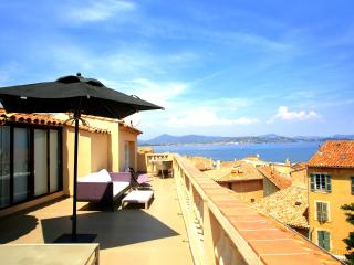 St Tropez Apartment with Rooftop Terrace and Sea Views - Les Graniers, Saint-Tropez