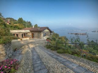 Beautiful Villa on Lake Maggiore with Stunning Views and Close to Stresa - Villa