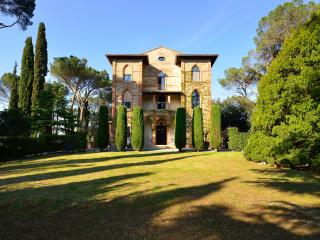 Tuscany Villa with Guesthouse and Pool and Gardens - Villa Placido and Guesthouse, Chiusi