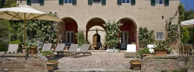 Farmhouse Rental in Tuscany, Palaia - Casa Palaia with Guesthouse