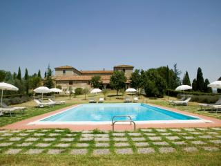 Farmhouse with Private Pool and Beautiful Views in Southern Tuscany - Villa