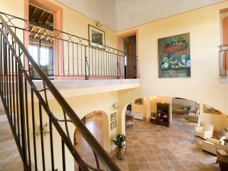 Beautiful Farmhouse with Expansive Views in Coastal Southern Tuscany - Villa Lic