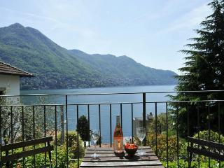 Lake Como Townhouse for a Family - Villa Cloe, Moltrasio