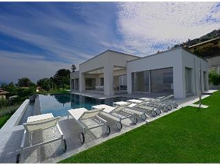 Modern Luxury Villa Overlooking Lake Maggiore and the Borromeo Islands  - Villa Esme, Stresa