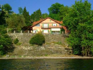 Large Villa on Lake Maggiore within Walking Distance of Village  - Villa Reno, Laveno-Mombello