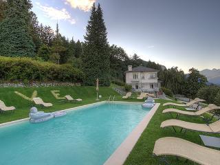 Lake Maggiore Villa within Walking Distance to Town - Villa Daniele