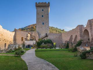 Historic Fortress with Pool for a Group in Umbria - Castello Umbro, Foligno