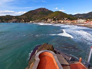 Beachfront Villa in a Charming Town on the Ligurian Coast - Villa Lidia