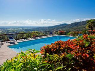 Tuscan Farmhouse with Pool within Walking Distance of Cortona - Casa Rita