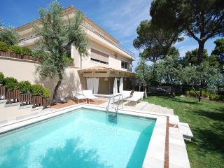 Villa Sorrento, Sleeps 10