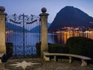 Dar uma volta em torno do lago no centro da cidade de Lugano.