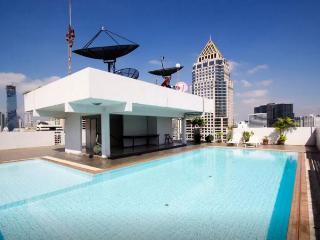 9FL Central spacious trendy condo, Bangkok