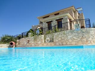 Hilltop location, amazing views, 5 min from beach, Argaka