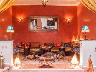 RIAD TACHATA  WITH SWIMMING POOL &ROOFTOP TERRACES, Marrakech
