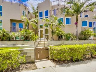 South Mission Tri-Level with beautiful roof top views of bay and ocean, San Diego