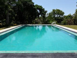 4 BR Holiday House with Swimming Pool, Hikkaduwa