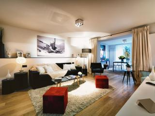 Louise/Chatelain - Studio Apartment with Terrace
