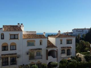 Charming 2 bed apt in Calahonda with great views