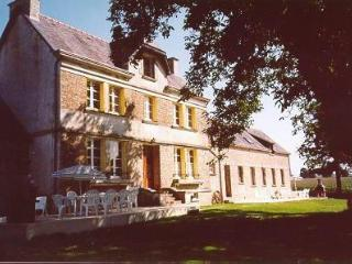 Manoir de Moulon, sleeps 27, heated pool