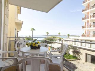 Apartment 1,2,3, bedroom, balcony stunning seaview 5mtrs from beach,