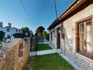 Κερύνεια Stone House, Kyrenia