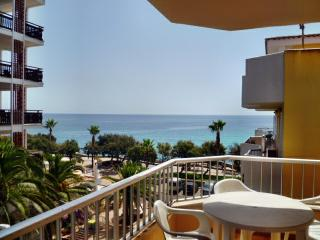 Apartment  balcony stunning sea view, 50 mtrs from beach,