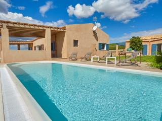 Holiday villa with pool in Menfi