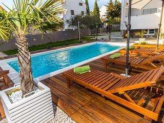 **** Holiday apartment 2 Villa Biograd with pool