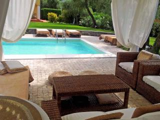 Villa Goa with Exclusive Swimming Pool, WiFi, BBQ near to beaches and 5 Terre