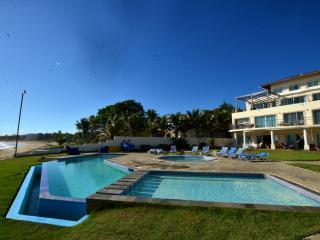 PORTA DEL MARE FRONT BEACH CONDO..PARADISE!!(2bed)