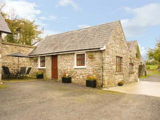THE ANNEXE DEREEN LODGE, ground floor, patio with furniture, great base for walk