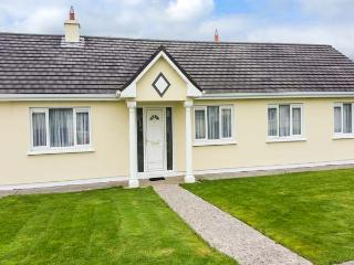 4 GLENWOOD, open fires, en-suite, enclosed garden, peaceful position and great