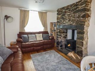 SNOWDON VIEW, pet-friendly cottage with woodburner, WiFi, close to amenities