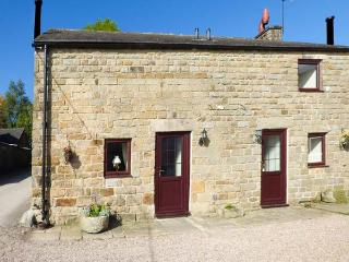 RAMBLER'S COTTAGE, stone-built, large lawned garden, pet-friendly, walks from, Matlock