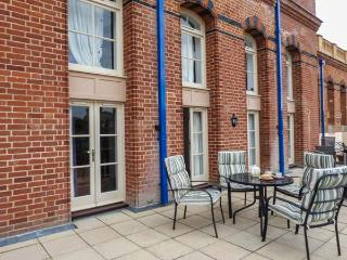 TURNER'S VIEW TERRACE, beautiful apartment with sea views, Sky TV, en-suite