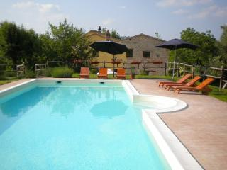 Villa San Raffaello stunning views 1km to great medieval village