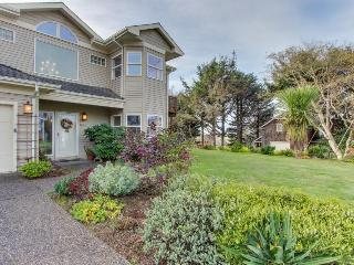 Spacious dog-friendly home, beautiful views, walk to Tolovana Beach!, Cannon Beach