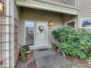 Walk to Tolovana Beach, Shared Tennis Courts, Ocean Views!, Cannon Beach