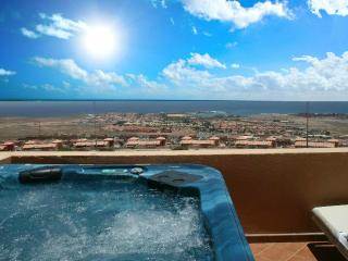 Holiday Home with Private Jacuzzi, Caleta de Fuste