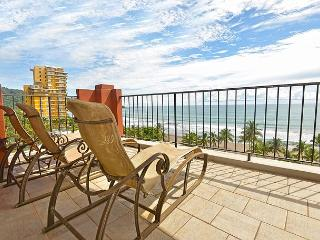 Luxury and Location: Vista Mar Beach Front Penthouse at Cocal Hotel & Casino!, Jaco