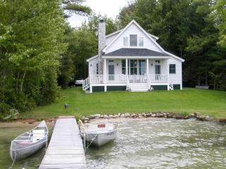 Waterfront | Sleeps 8 | Hardwood Floors | Grill, Moultonborough