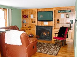 Beach Access | Free Wifi | 4 Bedrooms | Sleeps 8, Moultonborough