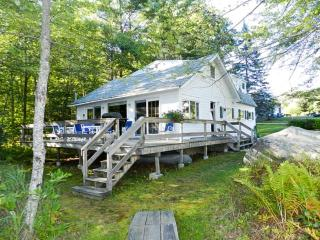 Waterfront | Sleeps 8 | Gas Grill | Shared Beach, Moultonborough