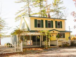 Charming Waterfront Cottage | Large Kitchen, Tuftonboro