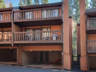 Less than a mile from Heavenly with resort-style amenities!, South Lake Tahoe