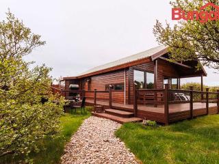 Charming Summerhouse Near Husa, Hraunfossar