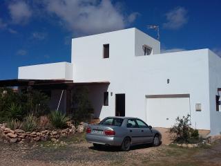 casa rural en poblado con jardín, huerto y porche., Triquivijate