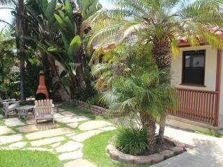 Cozy Beach Bungalow Just Steps to the Beach, Carlsbad