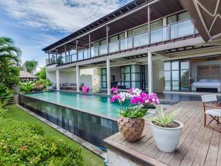 4 Bedrooms Luxury Villa Spectacular View, Jimbaran