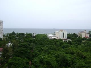Jomtien Beach condominium A3   100 METER OF BEACH